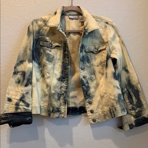 Faded//washed out look Chicos jean jacket